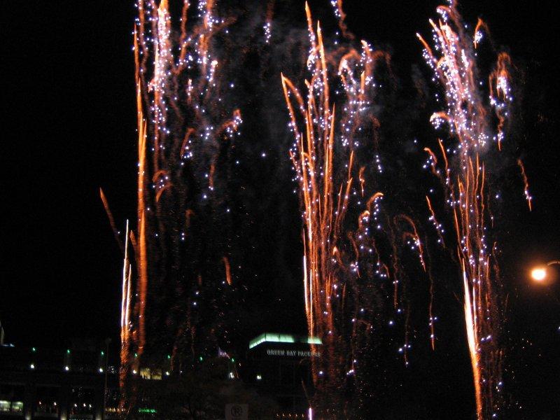 9_29_07-lambeau-fireworks-021