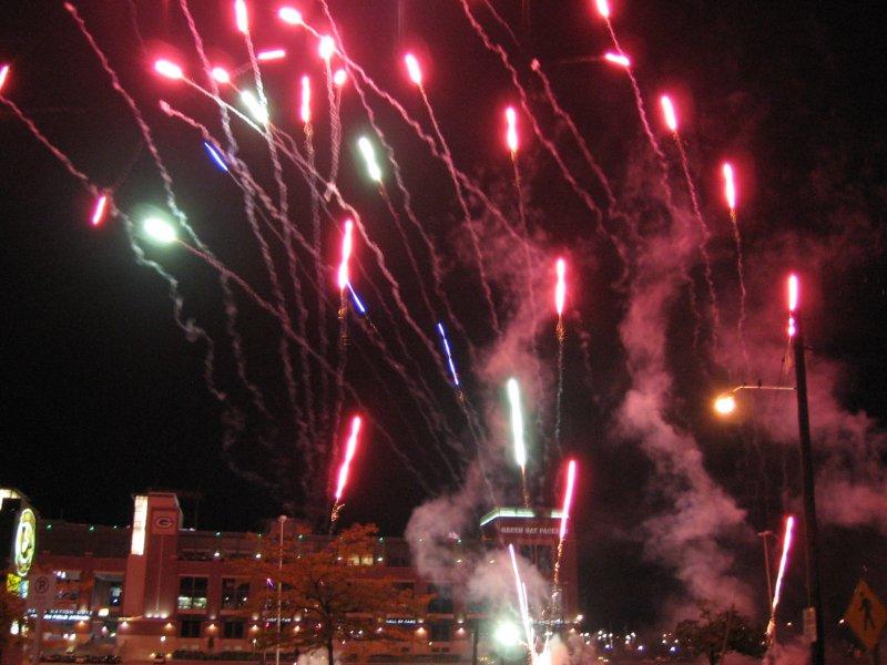 9_29_07-lambeau-fireworks-028