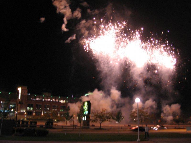 9_29_07-lambeau-fireworks-044